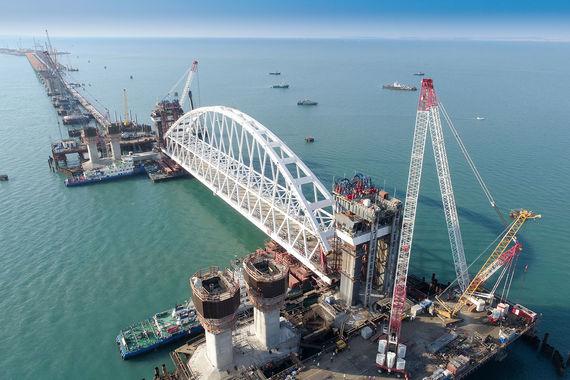 normal 2k4 Установлена самая габаритная конструкция Керченского моста