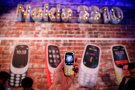 Продажи культовой Nokia 3310 оказались почти втрое ниже лидеров рынка, но некоторые ритейлеры довольны и этим