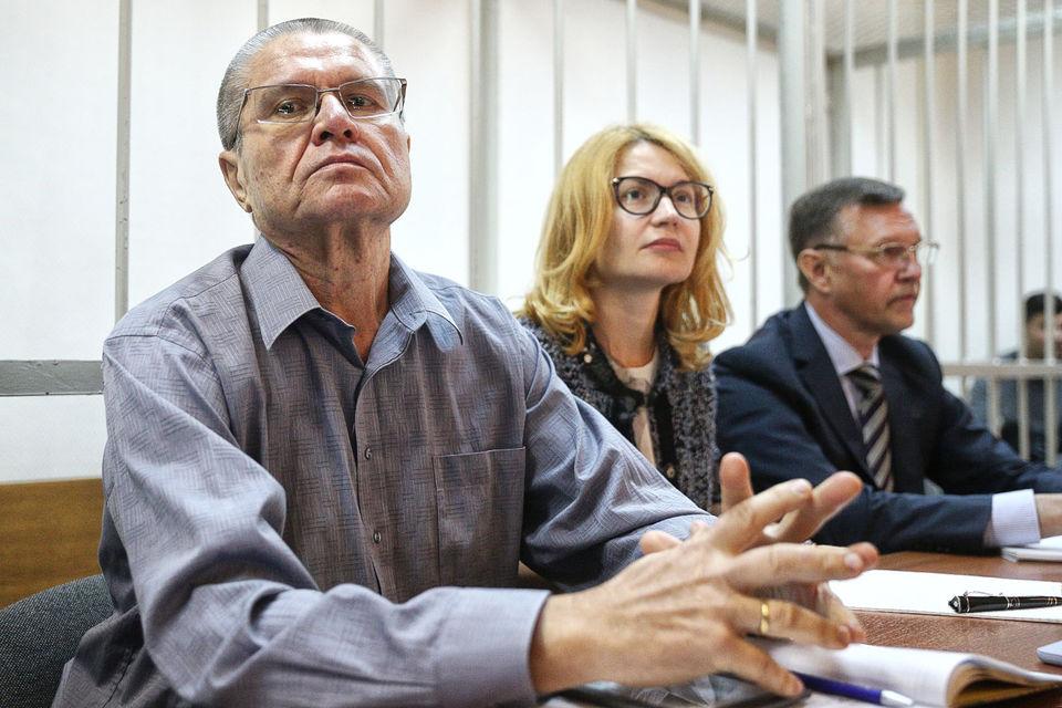 Приставы запретили Улюкаеву отвечать на вопросы журналистам