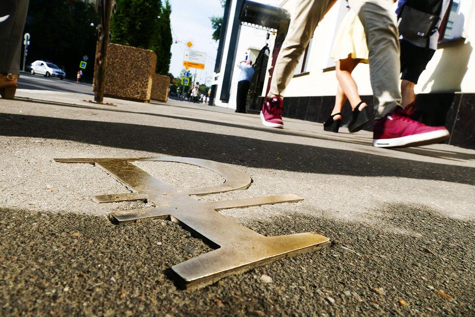 В результате деньги «закатываются в асфальт», в то время как многие проблемы можно решить и без них – с помощью организации дорожного движения, говорит чиновник сферы дорожного хозяйства