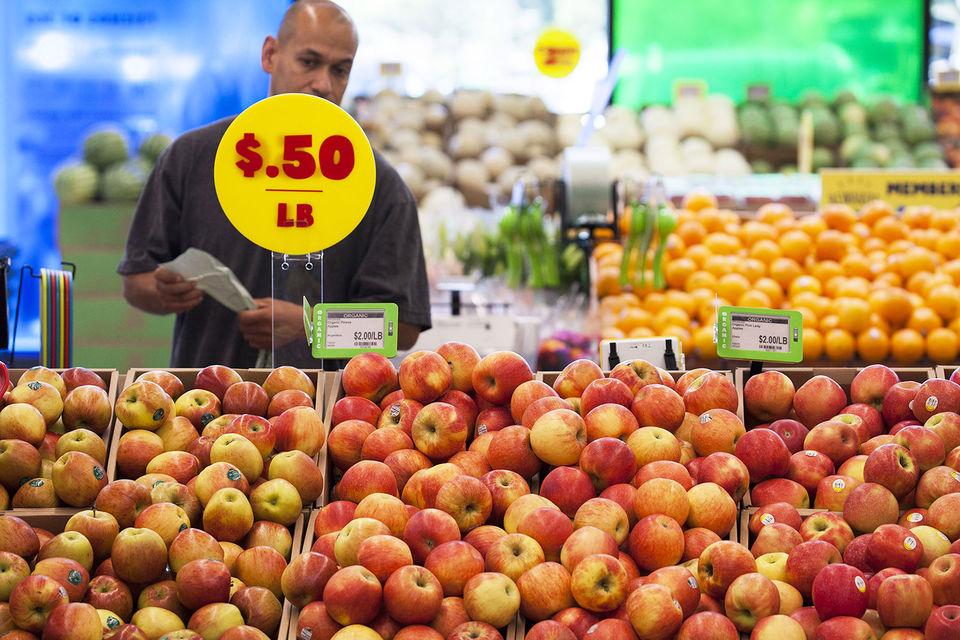 Президент Федерального резервного банка Чикаго Чарльз Эванс назвал покупку Whole Foods Market (на фото) компанией Amazon примером «подрывной технологии». Интернет-гигант сразу снизил цены, на некоторые товары – более чем на 30%