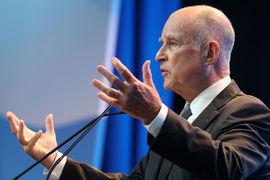 Губернатор Калифорнии Джеральд Браун назвал приглашение его на форум «дипломатией снизу», отметив, что исторически Россия была в Калифорнии до Соединенных Штатов