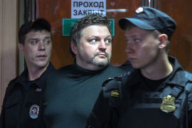 Согласно обвинительному заключению, первую взятку в 200 000 евро Белых получил в 2012 г.