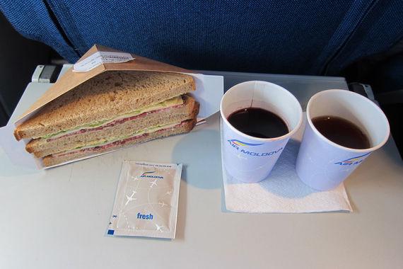 На четвертой строчке - «Эйр Молдова», чьих пассажиров подкупает предлагаемое на ее рейсах молдавское вино