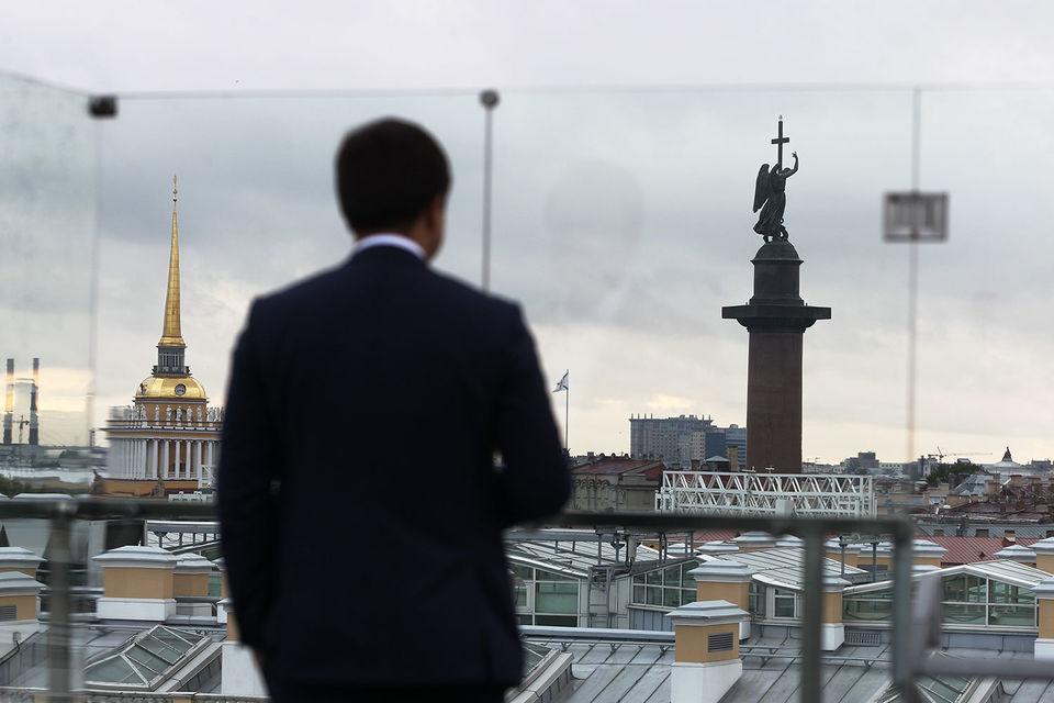 Статус чиновников, лишенных права жить в двухкомнатных номерах, не пострадает, уверен бывший сотрудник администрации президента Андрей Колядин
