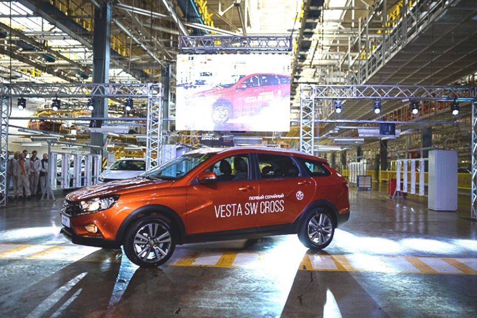 Vesta SW Cross будет соперничать, прежде всего, с другой моделью альянса Renault-Nissan, выпускаемой на мощностях «АвтоВАЗа», - Renault Sandero Stepway
