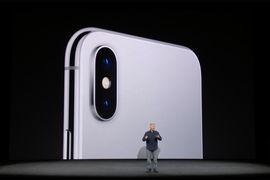 Apple впервые проводит официальную презентацию нового iPhone в только что открывшемся концертном зале – Steve Jobs Theater