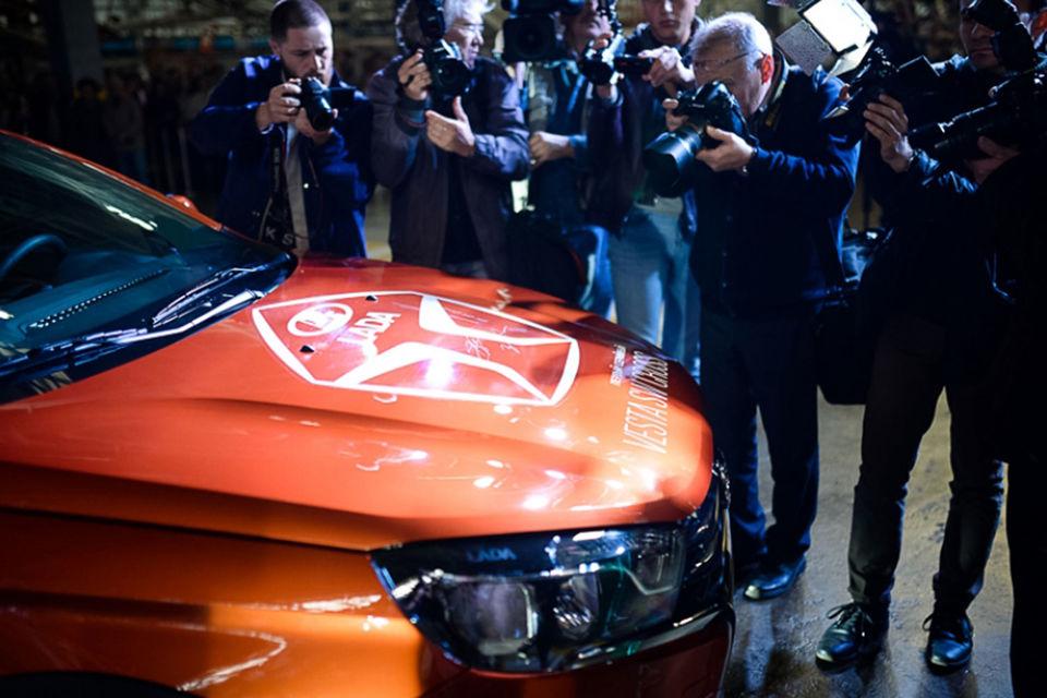 Конкуренции «АвтоВАЗ» не опасается. «Lada Vesta SW и Lada Vesta SW Cross – это автомобили вне традиционных сегментов, – говорит представитель автоконцерна