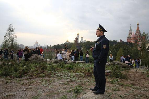 За порядком в парке следят сотрудники полиции и Росгвардии