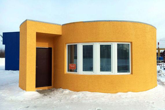 В 2016 г. российская компания - разработчик строительного 3D-принтера Apis Cor при поддержке группы ПИК напечатала одноэтажный дом площадью 36,8 кв. м. Он расположен на территории Ступинского завода ячеистого бетона в Подмосковье