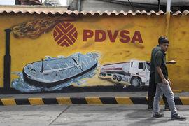 В обработке платежей за поставки нефти госкомпания PDVSA все больше зависит от Газпромбанка и China CITIC Bank, пишет The Wall Street Journal