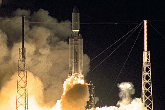 «Кассини» был запущен усилиями 27 стран в октябре 1997 г., в 2004 г. он добрался до Сатурна и стал его искусственным спутником