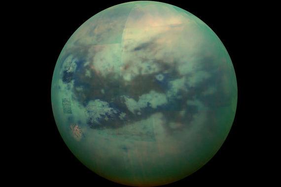 Хотя перед запуском «Кассини» был стерилизован, внутри вполне могли сохраниться земные микроорганизмы, считают ученые. Чтобы не допустить их попадания на поверхность Энцелада или Титана (на фото), Кассини пришлось сжечь в атмосфере Сатурна