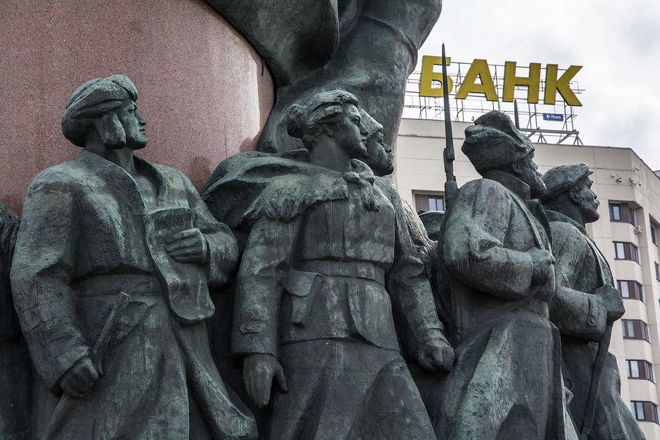 Больше всего сложностей Лукацкий ожидает у «дочек» иностранных банков – у них зачастую используется зарубежное ПО, предоставляемое головной структурой