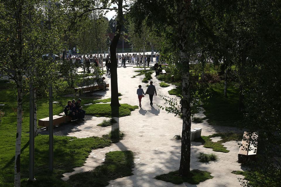 Парк «Зарядье» оказался не готов к наплыву посетителей в первые же дни работы