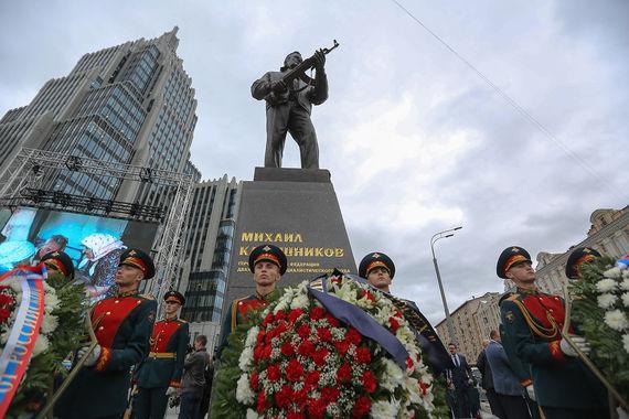 Памятник михаилу калашникову в москве фото памятники нижний новгород на сортировке