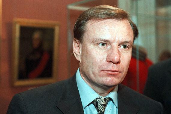 В 1999 г. Владимир Потанин – тогда еще совместно с Михаилом Прохоровым  – владел холдинговой компанией «Интеррос» (тогда ей принадлежали «Норильский никель», нефтяная компания «Сиданко» и другие активы, которые позже были объединены в концерн «Силовые машины»). Сейчас Владимир Потанин – по-прежнему владелец «Интерроса» и «Норникеля», крупнейшего производителя никеля и палладия в мире