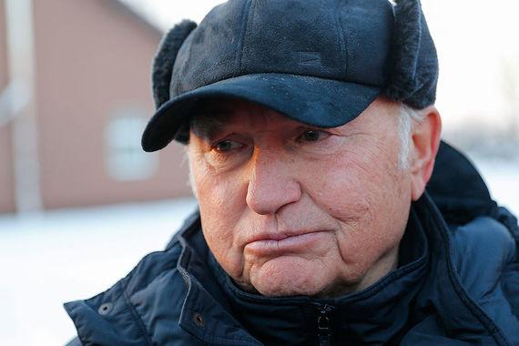 В 1999 г. Юрий Лужков – уже мэр Москвы. Этот пост он занимал до сентября 2010 г. Сейчас экс-мэр выращивает гречку и другие злаки в Калининградской области. Частный конный завод «Веедерн», принадлежащий Лужкову, разводит чистопородных лошадей и занимается овцеводством и переработкой сельхозпродукции