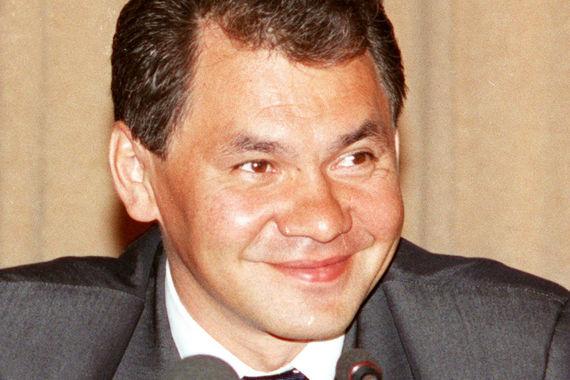 В 1999 г. Сергей Шойгу возглавлял Министерство по делам гражданской обороны и был удостоен звания Героя России. Сейчас генерал армии Сергей Шойгу – министр обороны