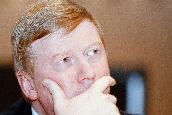 В 1999 г. Анатолий Чубайс стоял у истоков одного из своих главных проектов – реформы российской электроэнергетики (продолжалась с 1997 по 2008 г.), занимая пост председателя правления РАО «ЕЭС России». Сейчас Чубайс возглавляет «Роснано»