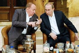 Президент Международного союза КВН Александр Масляков и президент России Владимир Путин