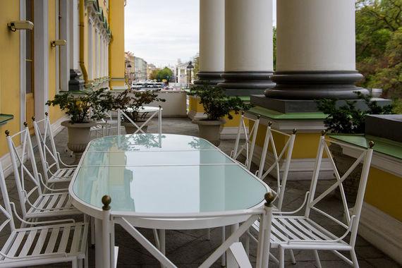С веранды люкса Lobanov Presidential, расположенного на втором этаже отеля, также видны Адмиралтейство и Александровский сад