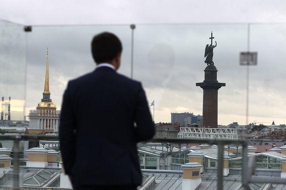 Вид на исторический центр Санкт-Петербурга с террасы «Бельвью Брассери»
