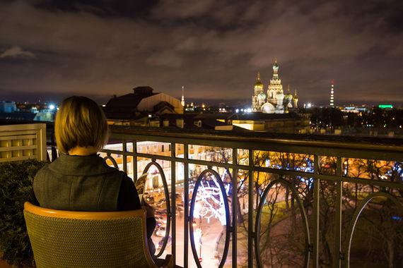 Вид на ночной Петербург и храм Спаса на Крови из «Гранд Отеля Европа»