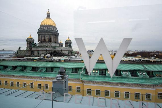 Вид на Исаакиевский собор и крыши Петербурга из W hotel
