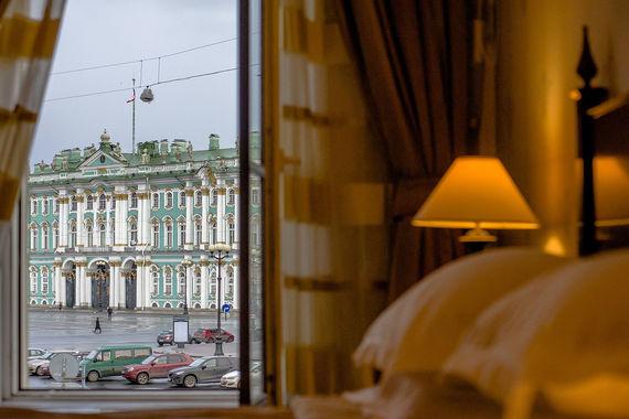 Ближе всех из пятизвездочных отелей к Дворцовой площади и Эрмитажу находится отель «Кемпински Мойка 22»