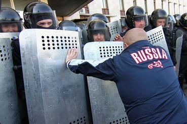 В исследовании должны оценить потенциал альтернативных политических сил  новой формации, опирающихся на протестную электоральную базу, и  сформулировать рекомендации по совершенствованию российского  законодательства, регулирующего партийно-политическую деятельность