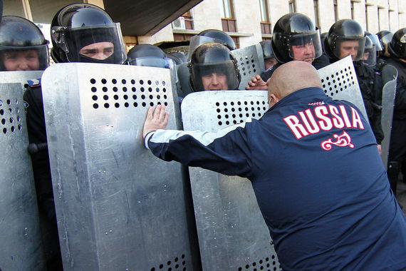 Госдума изучит зарубежный опыт снижения протестных настроений