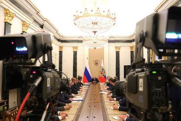 Савченко, избранный на седьмой губернаторский срок, стал единственным из  старожилов, кто получил слово во время открытой части встречи с  президентом