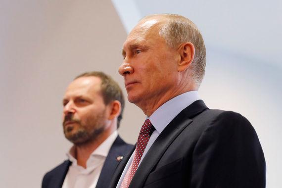 Отвечая на вопрос «Ведомостей» о том, кто был инициатором визита Путина в  «Яндекс», пресс-секретарь президента Дмитрий Песков ответил: «Это  юбилей»