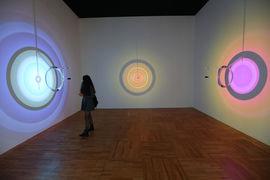 Олафур Элиассон создает картины из света