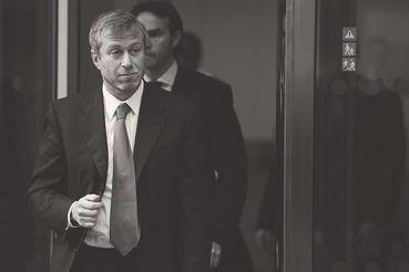 В2011г. Роман Абрамович вВысоком суде Лондона заявил, что фактически залоговый аукцион по приватизации «Сибнефти» носил фиктивный характер