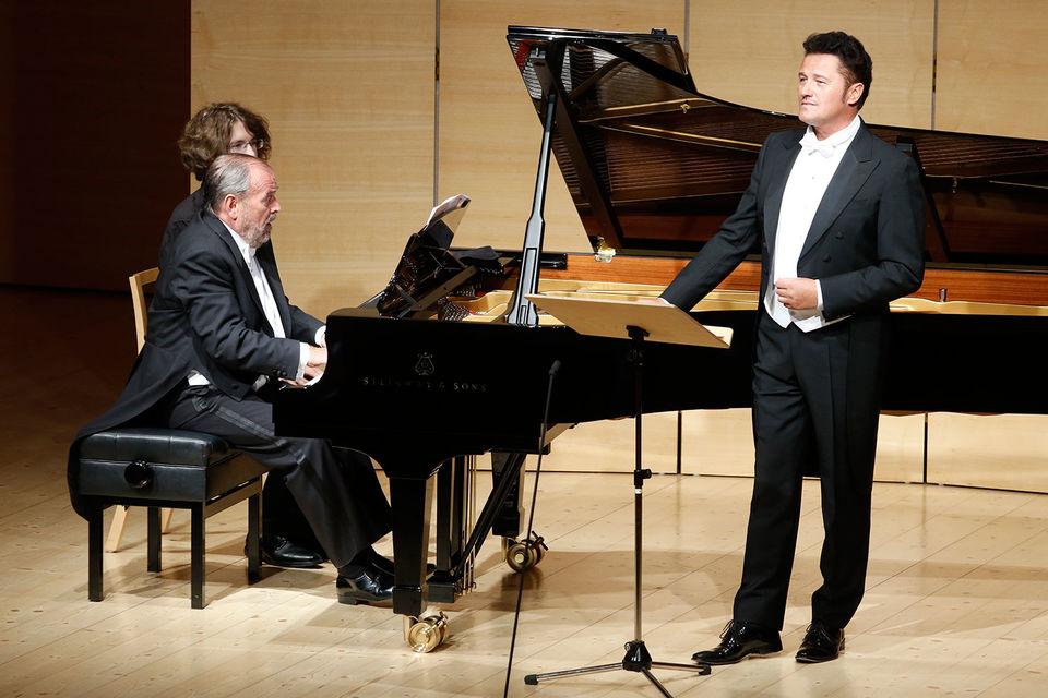 Тенор Петр Бечала спел в Австрии родную польскую музыку