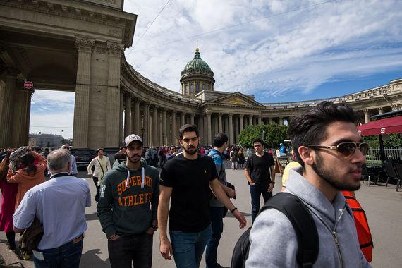 В Петербурге иностранные туристы потратили в два раза меньше, чем в столице, – всего $499 млн. В 2016 г. Северную столицу посетили более 1 млн зарубежных гостей. С 2009 г. количество туристов в Санкт-Петербурге увеличилось на 4,5%. А в первом полугодии 2017 г. Петербург посетили почти 2 млн иностранных туристов, при этом четверть из них – китайцы