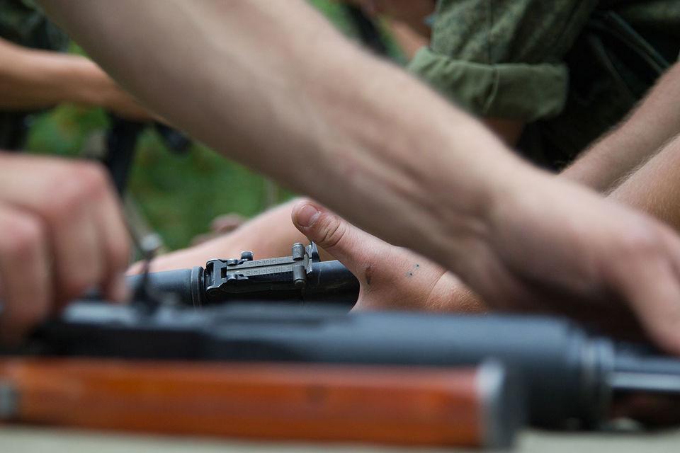 В результате стрельбы офицер и двое военнослужащих скончались от ранений на месте, еще двое солдат были доставлены в больницу