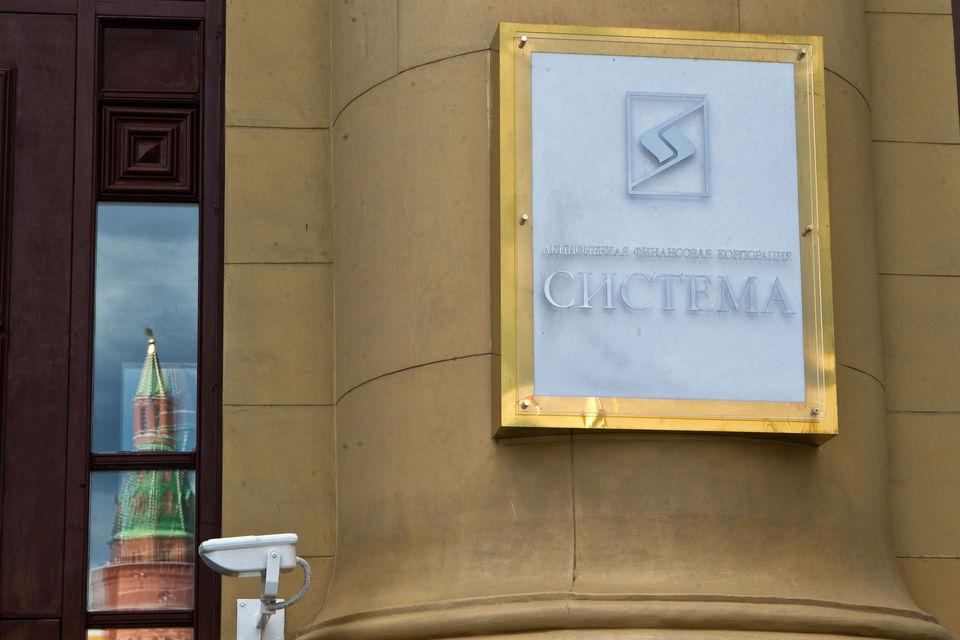 Президент России Владимир Путин встречался с Сечиным и основным акционером  АФК «Система» Владимиром Евтушенковым и выслушал позиции сторон по  вопросу спора