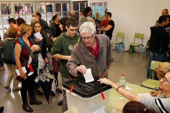 В связи с  этим власти Каталонии разрешили всем желающим голосовать на  любом  открытом участке и использовать для этого бюллетени, распечатанные  на  домашних принтерах