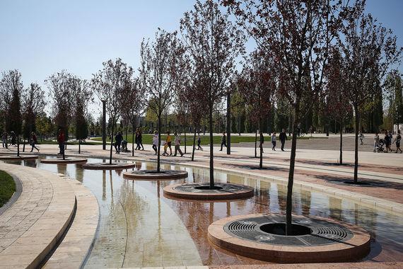 Озеленение  парка планируется закончить к весне 2018 г., а строительные и  монтажные работы — к концу 2017 г.