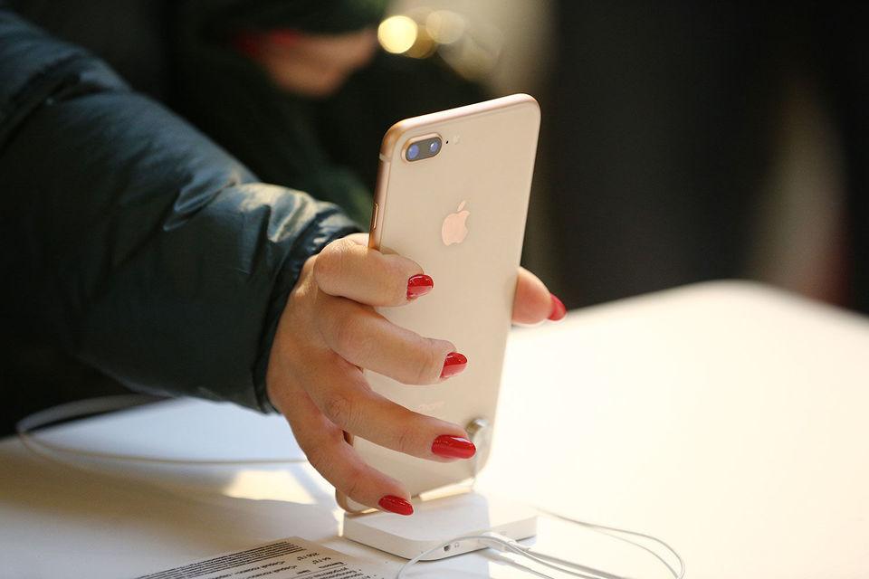 Продажи iPhone 8 в странах «первой волны» (их около 50 – среди них, в  частности, Австралия, Великобритания, Бельгия, Канада, США, Германия,  Франция) начались 22 сентября, за неделю до российских