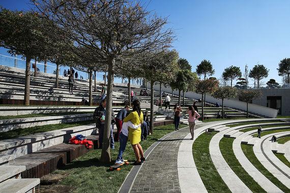 По словам Галицкого, решение открыть  парк до окончания работ связано с  желанием как можно скорее дать  горожанам новое место для отдыха