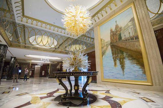 Lotte Hotel St. Petersburg, открывшийся в мае 2017 г., назвали лучшим новым отелем. Гостиница стоимостью $120 млн расположена в историческом здании - особняке Якунчиковой на углу набережной реки Мойки и переулка Антоненко