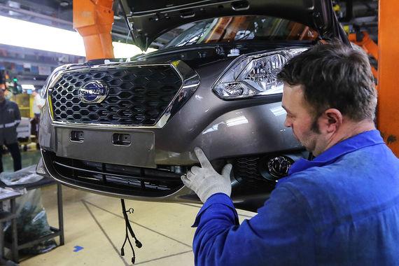«Автостат» рассчитал средневзвешенную цену новых автомобилей в России в первом полугодии 2017 г. Самой доступной маркой оказался японский Datsun: цена - 529 000 руб. В рейтинг, составленный специалистами агентства, вошли 40 марок с объемом продаж более 300 штук