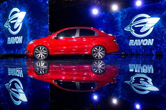 На втором месте Ravon, поставки в Россию начались год назад.  Автомобили производит GM Uzbekistan и продает за 535 000 руб. Средневзвешенная цена нового легкового автомобиля на российском рынке составила 1,34 млн руб.