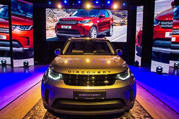 Самая высокая средневзвешенная цена по результатам исследования оказалась у автомобилей Land Rover – 5,77 млн руб. Цены на автомобили премиум-сегмента находятся в широком диапазоне: от 2,7 млн до 5,8 млн руб., подсчитали аналитики «Автостата»