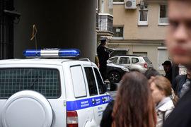 Бортников уточнил, что работу по розыску организаторов и пособников ложных звонков о минировании ФСБ России осуществляет с партнерами