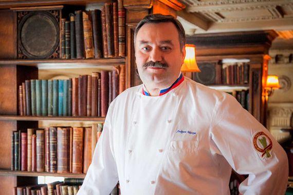 В расширенный список (вторую половину) The World's Best Restaurants первым из россиян включили в 2007 г. Андрея Махова, шефа ресторана «Кафе Пушкинъ». Тогда он занял 62-ю строчку. В 2011 г. Махов вновь попал в расширенный список, на 93-е место